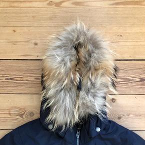 Rigtig flot vinterjakke med pelskrave