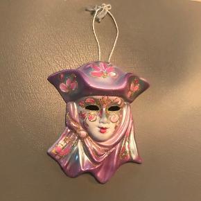 Flot porcelænsmaske købt i Venedig til ophæng 16 cm i højden