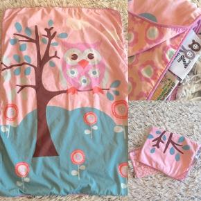 Baby Zoo baby sengetøj helt nyt kun blevet vasket (nypris 200 kr).   Sender selvfølgelig gerne hvis du betaler porto.