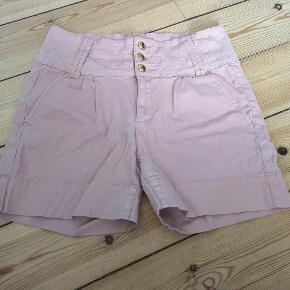 Højtaljede shorts i str l/xl
