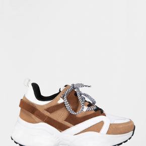 Sofie Schnoor sneakers