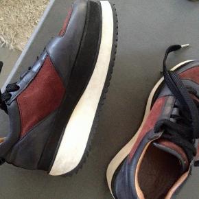 Super fede og lækre plateau sneakers, platform sko  fejler ik noget.  SÆLGES GRUNDET PENGEMANGEL  OG KUN TIL RETTE BUD KØBER BETALER EVT TS GEBYR OG PORTO  SE ALLE MINE ANDRE FEDE ANNONCER MED MÆRKEVARE