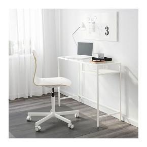Super fint skrivebord fra IKEA. Rigtig fin stand. Skal afhentes i KBH NV. Bud er velkomne.