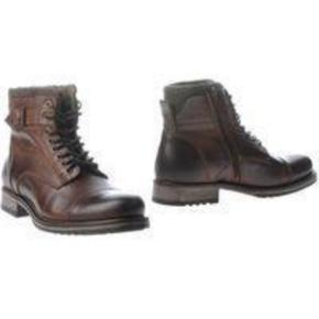 Varetype: Støvler Farve: Brun Oprindelig købspris: 1100 kr.  Brugt en enkelt gang i max 5 timer. Helt som nye!  Bytter ikke.  Sendes som pakke via DAO til nærmeste pakkeshop.