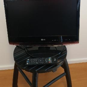 Tv sælges samt  ny reciver  LG tv med fod og fjernbetjening  20 tommer  Model M1962 DL 2010  Receiver:  SAB Titan III Combo HD ( aldrig brugt) HD digital sttelite and terrestrial Combo PVR 300 kr  Solrød
