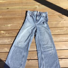 Jeans i modellen Ace i str. 27/30 og farven Wow Blue