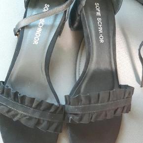 Helt nye Sofie schnoor sorte sandaler str 40 med lille hæl.