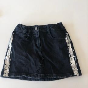 Super lækker nederdel fra Zadig & Voltaire i størrelse 138/10 år. Aldrig brugt, men dog vasket én enkelt gang.