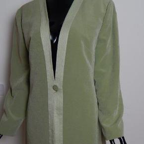 JACQUES VERT Blazer UK16/EU42-44. grøn velour, brugt få gange, næsten som ny Bryst 102 cm. lgd 92 cm