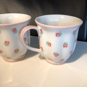 2 stk Tammie rose Mug kopper - de har aldrig været brugt, kun vasket af, derefter stået i et skab til pynt.  Fremstår nye og uden skår.  Pris pr stk 80,- eller begge for 150,-  Sender gerne på købers regning.