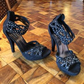 Chaussures talons noires T. 38