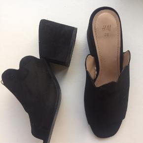 Super fine mules fra H&M med en ca. 6 cm hæl.  Se også mine andre annoncer 🌸