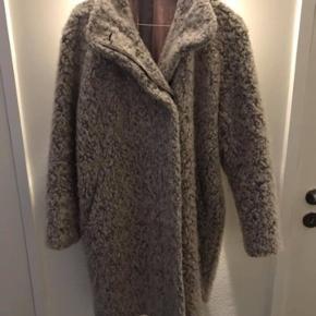 Sælger denne Samsø Samsø jakke, den er i rigtig fin stand og næsten ikke brugt. Normal pris 1700kr sælges for 300