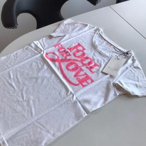 Smuk bluse den er ny med tags og aldrig brugt kun prøvet super flot😊😊
