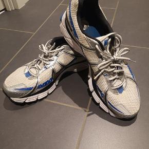 Neutral løbesko, nike  Brugt 5 gange x 10 km Ingen slid  29 cm