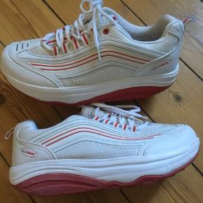 Walkmaxx sneakers i strørrelse 44. Rigtig gode for fødderne.