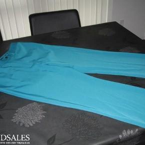 Varetype: trekvart bukser Farve: petrol Oprindelig købspris: 899 kr.  Livvidde 86 cm, indvendig benlængde 60 cm, bytter ikke,mindstepris 200pp