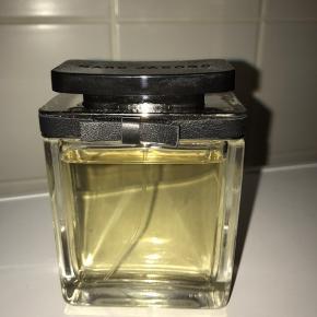"""😊Lukker alle annoncer 1/12😊    Marc Jacobs parfume Women 100 ml, der er som set kan ses på billedet brugt en lille bitte smule, den er købt i slut sep så den er kun lige """" åbnet""""... sender med Dao for 40 kr"""