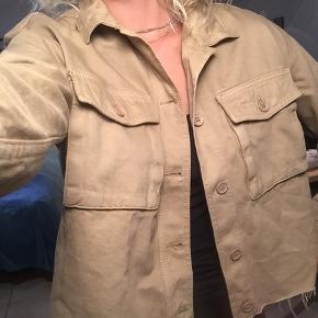 Sej Envii jakke som også kan bruges som en lukket overdel. Aldrig brugt. Fejler ingenting