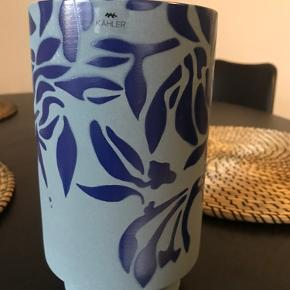 Super flot vase i serien Kabell fra Kähler.  Fås ikke længere på deres hjemmeside i denne farve.