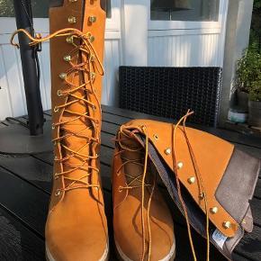 Timberland støvler med snørrebånd og højt skaft. Kun prøvet og gået lidt rundt på terrassen. Størrelse 36 / US 5.5