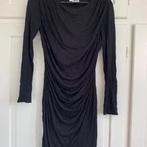 Draperet langærmet kjole fra Helmut Lang