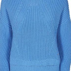 Liz sweater i lækker blød strik. Brugt og vasket to gang.  Virkelig blød og lækker trøje. 64% Bomuld 36% Polyamid Sælges da jeg også har den i en anden farve, og får ikke brugt denne.