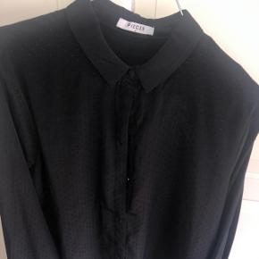 Pieces skjorte med fint mønster  Sort Str S