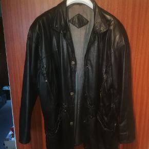 Vanvittig læder jakke, fin stan Skriv for flere billeder Sælges til højeste bud