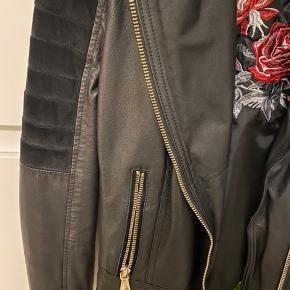 Læder jakke næsten som ny, brugt få gange