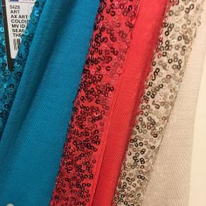 Pailletundertrøjer. Pris pr. stk. Blå, rouge eller beige. Perfekt til nytår, for sig eller under en blazer. Aldrig brugt. Bytter ikke.