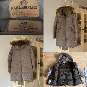 Det en ældre model men fejler intet Dejlig varm,  Parajumpers Long Bear //  Sendes, el du kan afhente på min Adr :)