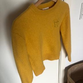 Sweater fra WoodWood  Den er skrumpet i vask og passer derfor en XS og S  Mp 300kr inkl fragt