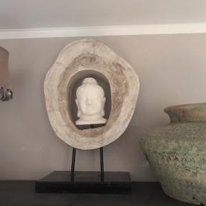 Smuk Buddha på sokkel Måler 60 x 43  Vægt ca 5 kg så skal afhentes i nivå