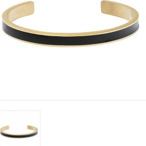 Nye armbånd  Black Enamel Bangle Golden Armbånd i forgyldt stål og sort enamel. Nypris 400kr - sælges for 150kr  Det tynde er også nyt med de meget slidstærke Toho perler - 50kr