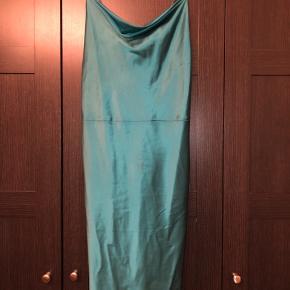 Helt ny kjole fra samsøe samsøe med prisskilt i. Nypris 1000kr. Sælger for 400kr
