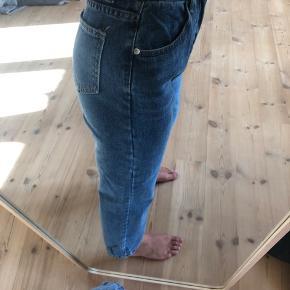 Jeans fra Everybody Talks, købt igennem Verge Girl. Er en str. small men svarer til en str. 25, minder ret meget om arkets fitting af jeans 💜 aldrig haft på !