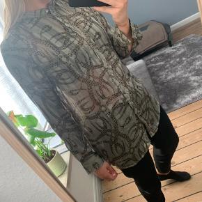 Skjorte fra H&M Str. 38 🌸