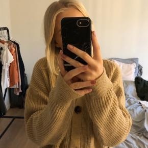 Cardigan/sweater fra New Look. Købt over Asos. Brugt 2 gange.