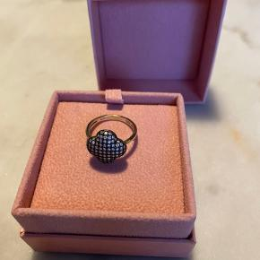 Vintage ring med zirkonia   Str 52  Bytter ikke