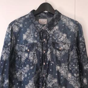 Super fin skjorte i 100% bomuld. Kun brugt 2-3 gange! 🌸
