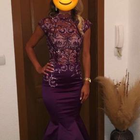 Sælger denne festkjoler, som er brugt 2 gange.  Den står i perfekt stand, dvs. ingen slidmærker, mærker mv.  Superflot kjole som alle komplimenteret :) Sælges for 1200 kr.