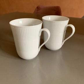 Sæt med 2 stk. kaffekopper med hank fra Royal Copenhagen sælges samlet.  33 cl. OBS de er ikke termo.  Afhentes i KBH SV. Har ikke kvittering eller brud garanti længere.   🔹 Mine priser er så lave og fair, at jeg ikke forhandler om prisen på en enkeltvare. 🔹 Køber du flere annoncer, så finder vi selvfølgelig en god samlet pris.