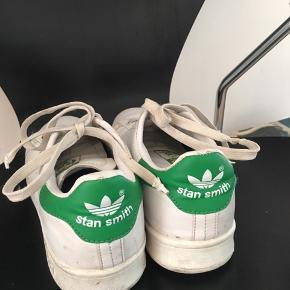 Adidas Stan Smith med grøn mærke.  Der er flaws, men ellers er de fine.  Sælges til 150kr