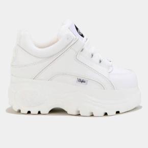 59b93fdd Sælger et par BUFFALO klassisk low sneaker low. Kun brugt en gang, og har