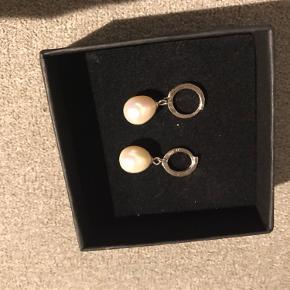 Sølv hænge perle øreringe🤍 fra ukendt mærke.