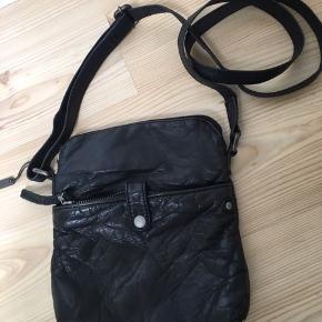 Lække sort taske, brugt meget lidt. Fra ikke ryger hjem.