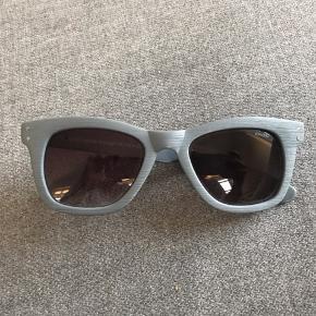 Sprit nye komono solbriller, Ingen itui. Sender gerne med dao.