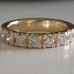 Smukkeste Alliancering i 14 karat guld fra NURAN sælges.  Prydet med 7 brillantslebne diamanter på i alt ca. 0,63 carat. Farve: Wesselton. Klarhed: VS.  Stemplet NURAN 585. Str. 51.  Købsbilag medfølger. Bredde ca. 3,8 mm.  ** Diamantring - Fingerring - Brillant ring - Guldring med diamanter - Brudeudstyr smykker - Smykker guld - Ring diamant - Ring guld - Alliancering - Guld smykker **