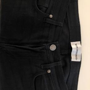 Fede Won Hundred jeans. Brugt få gange. Kun frosset, ikke vasket. Dvs bakterier er slået ihjel uden at slide på bukserne. Model: Shady A Black  Wash: raw Str 32/32